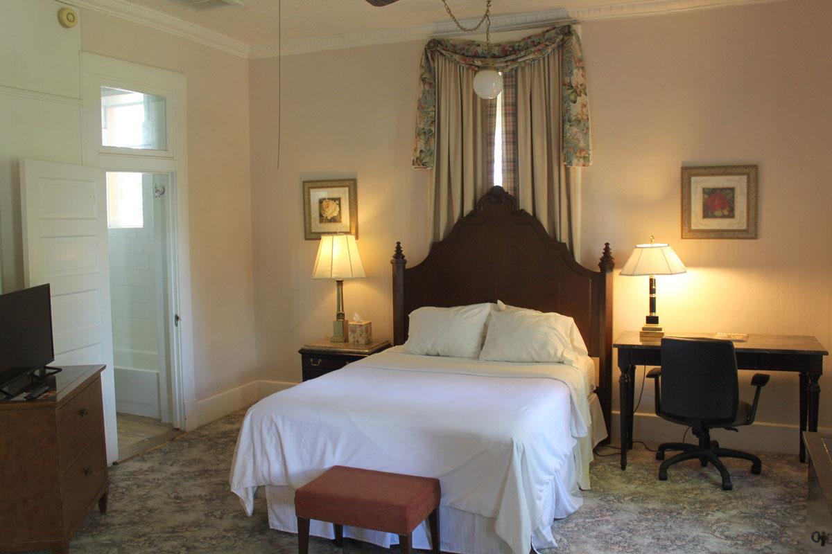 Historic Main Hotel